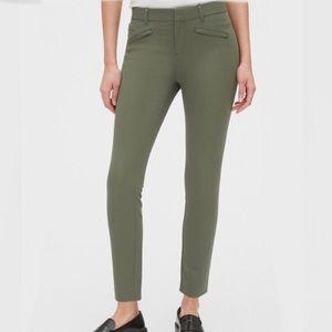 ☔️3/$30 | GAP | Cropped Pants | Khaki Green | 6